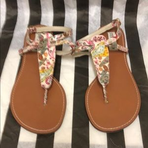 Steve Madden paisley ankle strap thong sandals